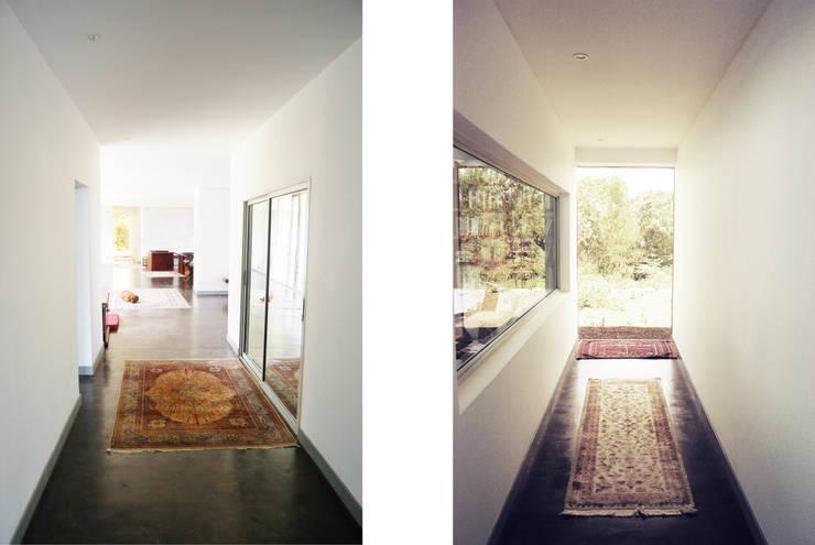 Perspective intérieure: Couloir et hall d'entrée de style  par TAG