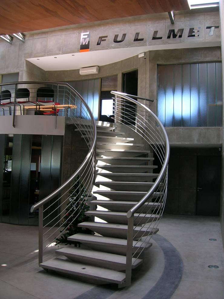 Oficinas y Bodegas Tefix : Escaleras de estilo  por Incubar: Arquitectura & Construcción