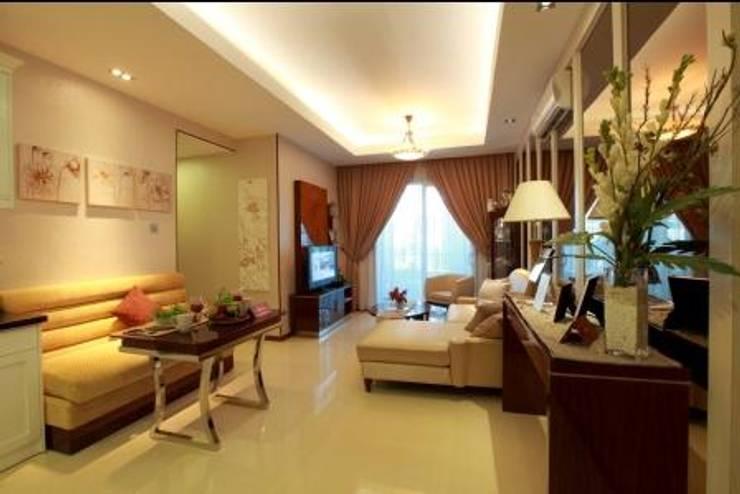 Apartment luxury:  Living room by Magna Mulia Mandiri