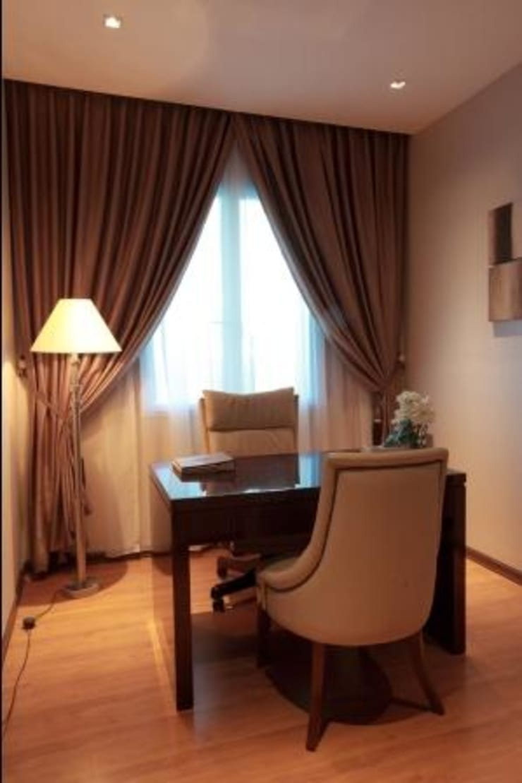 Apartment luxury:  Study/office by Magna Mulia Mandiri