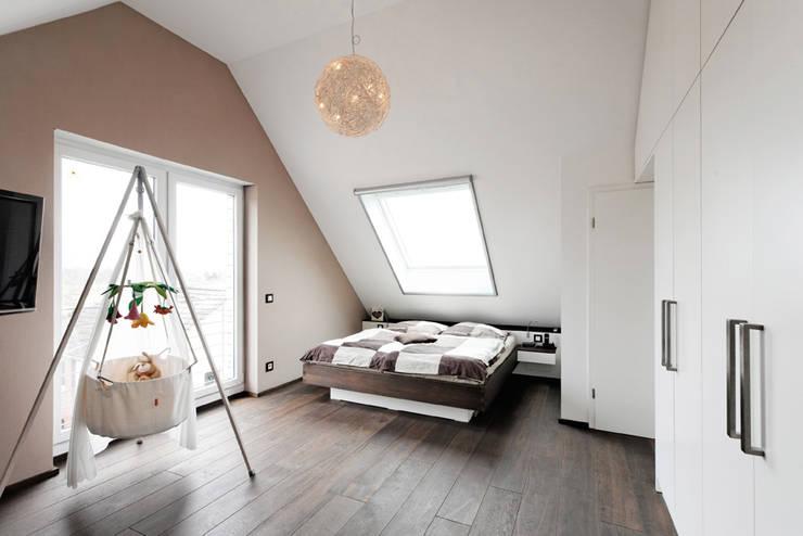 Nach den Sternen greifen:  Schlafzimmer von Koitka Innenausbau GmbH