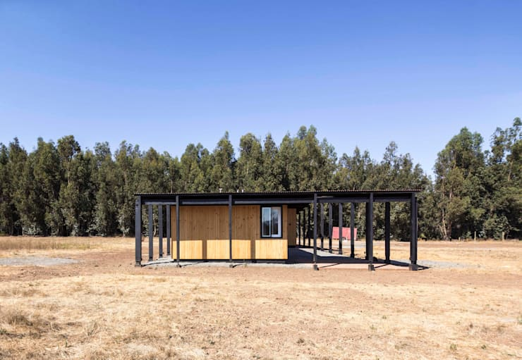 Wooden houses by Crescente Böhme Arquitectos, Minimalist Wood Wood effect