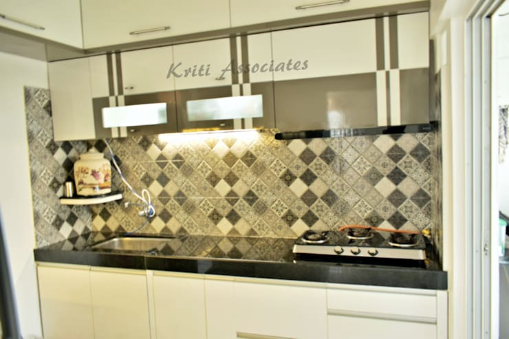 3bhk Home at Godrej Horizon: minimalistic Kitchen by Kriti Associates / girishsdesigns