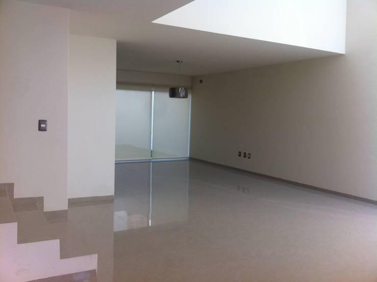 #construccion#residencial#villamagna#slp: Salas de estilo  por INOVA