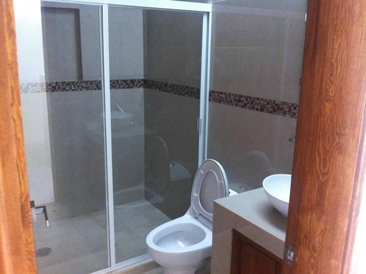 #construccion#residencial#villamagna#slp: Baños de estilo  por INOVA