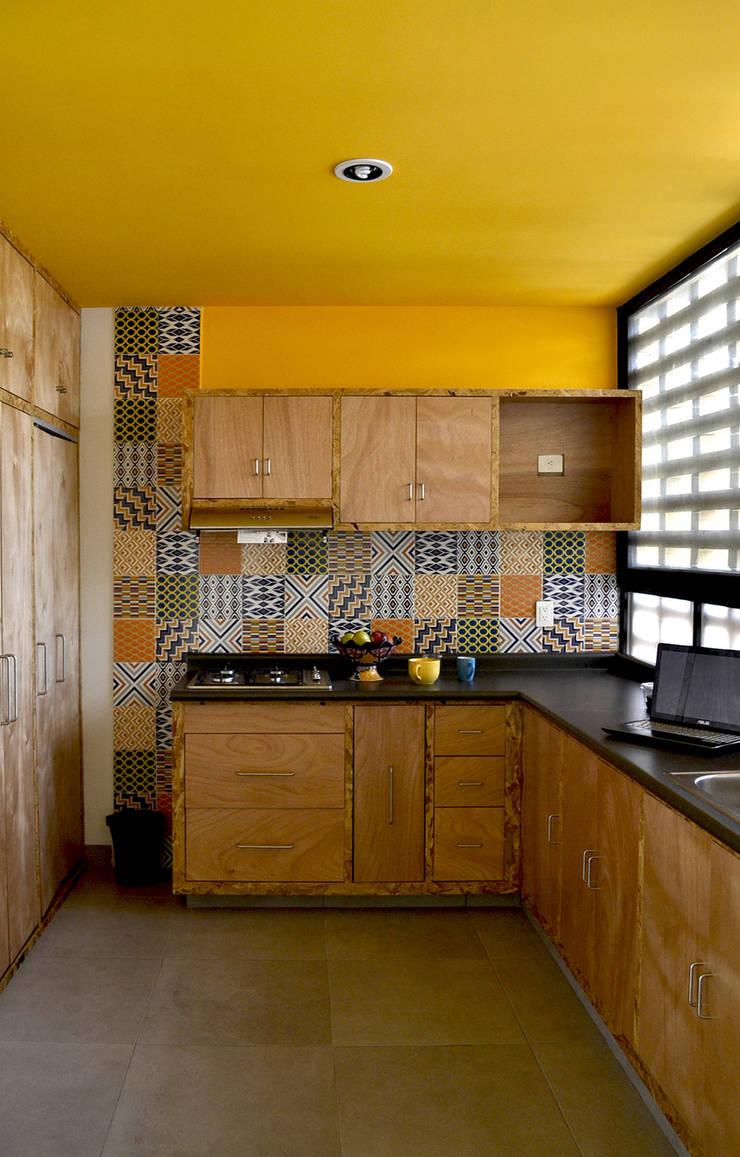 CASA VG: Cocinas de estilo  por CUBO ROJO Arquitectura
