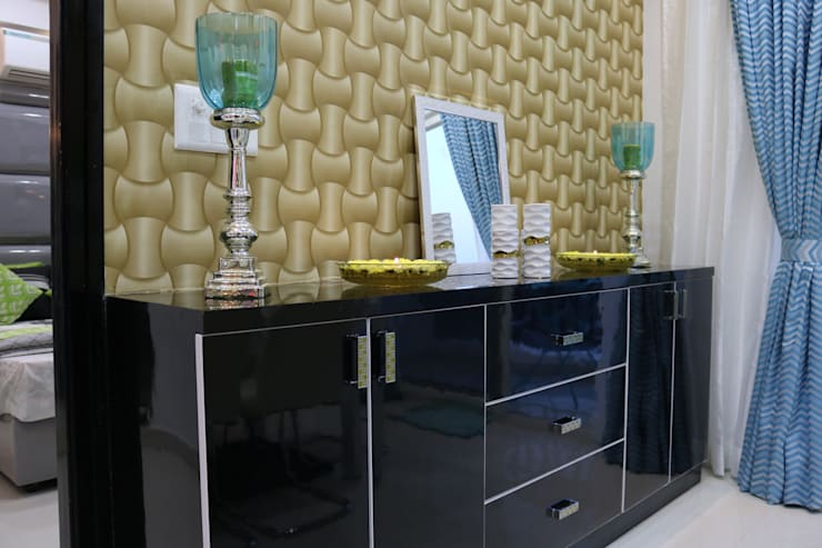 Dining Console Unit:  Dining room by Enrich Interiors & Decors