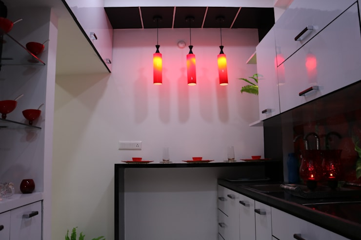 Breakfast Counter with Hanging Lights:  Built-in kitchens by Enrich Interiors & Decors