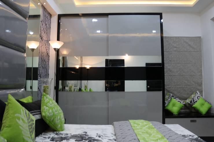 Bedroom:  Bedroom by Enrich Interiors & Decors