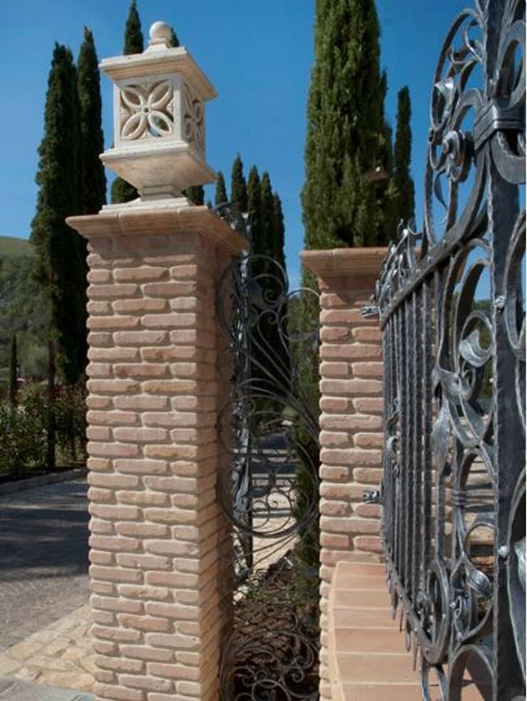 Handcrafted terracotta building materials for renovation and restoration:  Musea door Terrecotte Europe, Mediterraan Steen
