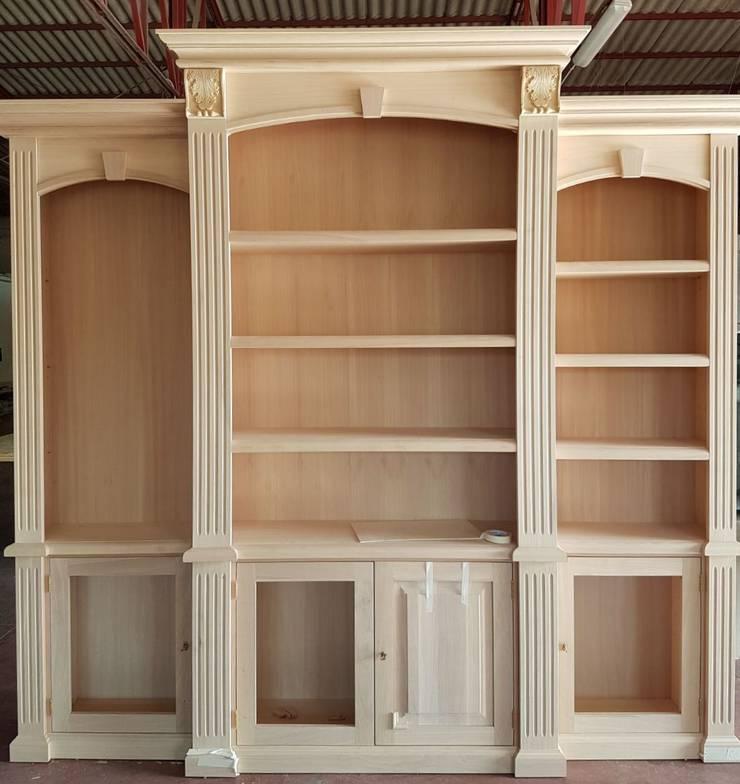 Mobili libreria in legno di Falegnameria su misura | homify