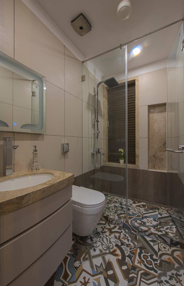 Salle de bains de style  par Banaji & Associates