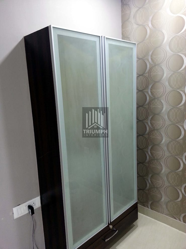 Kidsroom wardrobe: classic Bedroom by TRIUMPH INTERIORS