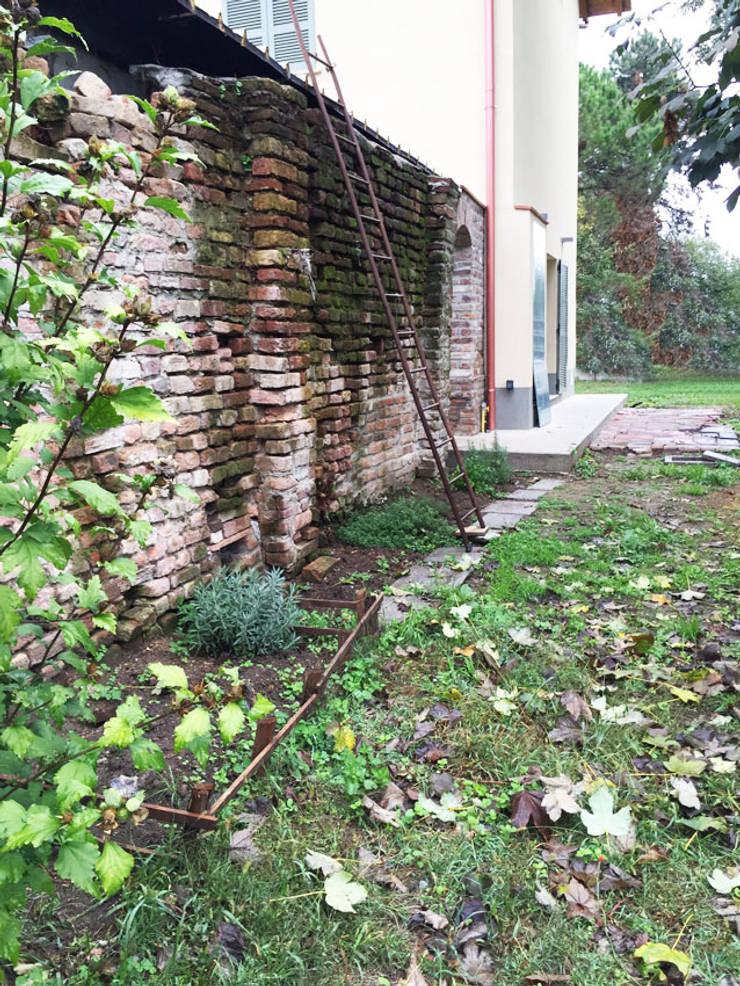 Casa unifamiliare in campagna Casa rurale di atelier architettura Rurale
