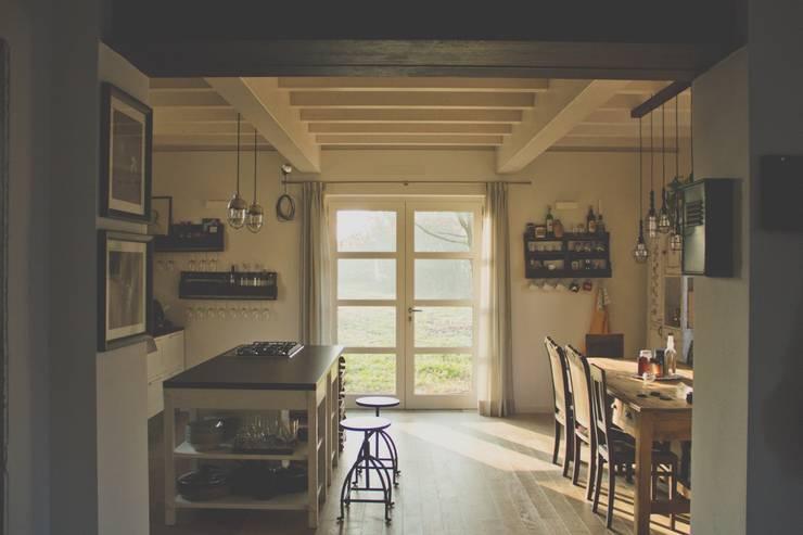 Casa unifamiliare in campagna Cucina rurale di atelier architettura Rurale
