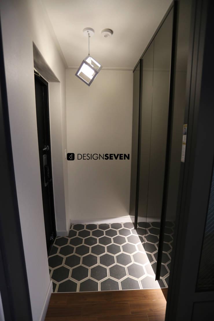 용호롯데 APT: 디자인세븐의  복도, 현관 & 계단