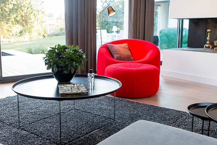 VILLA BORDEAUX Artigues: Salon de style de style Moderne par Julie Chatelain