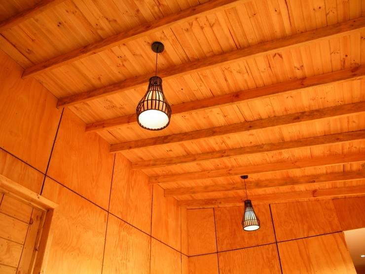 4 16 HOUSE: Livings de estilo  por Manuel Herrera
