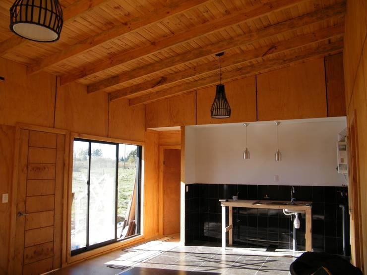 4 16 HOUSE: Comedores de estilo  por Manuel Herrera