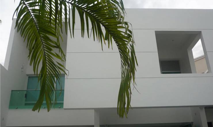 Casa Vega aruachan: Casas de estilo  por mínimal arquitectura, Minimalista
