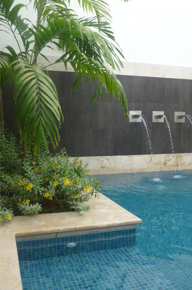 Casa Vega aruachan: Piscinas de estilo  por mínimal arquitectura, Minimalista