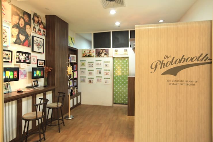 LITTLE CUTE PHOTO BOOTH @ NORTH JAKARTA:  Kantor & toko by PT. Dekorasi Hunian Indonesia (DHI)