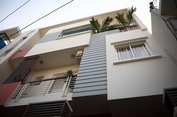 Vẻ thanh lịch của thiết kế mặt tiền nhà phố 4 tầng:  Nhà gia đình by Công ty TNHH Xây Dựng TM – DV Song Phát