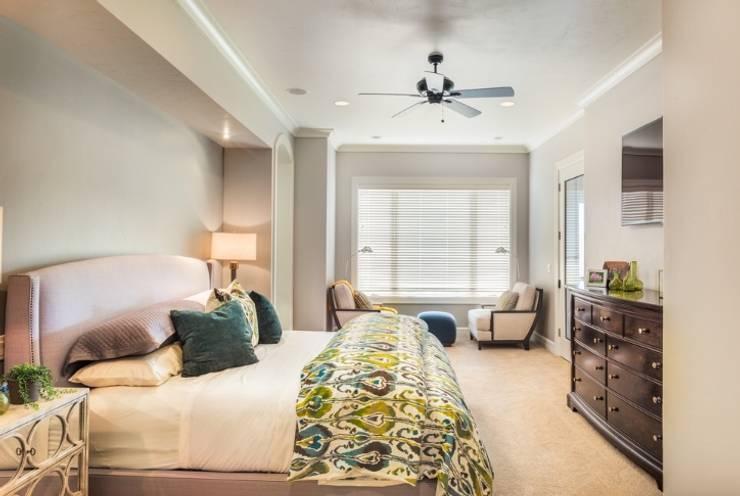 2BHK:  Bedroom by Rebel Designs
