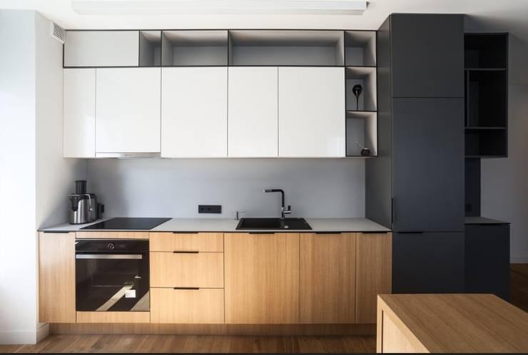 Space Saving Kitchen:  Kitchen units by Rebel Designs