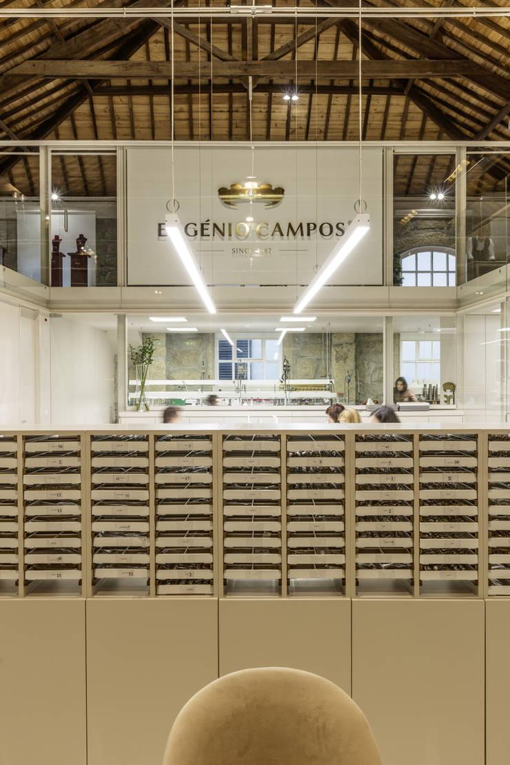 Edifícios comerciais  por Susana Camelo