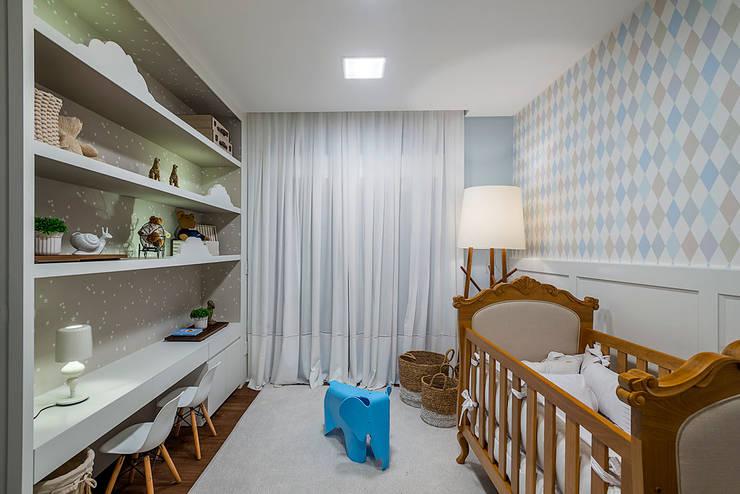 Apartamento: Quartos de bebê  por Spengler Decor