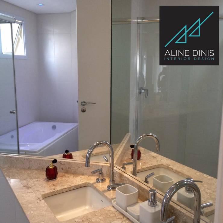 Maison Brodeaux: Banheiros  por Aline Dinis Arquitetura de Interiores