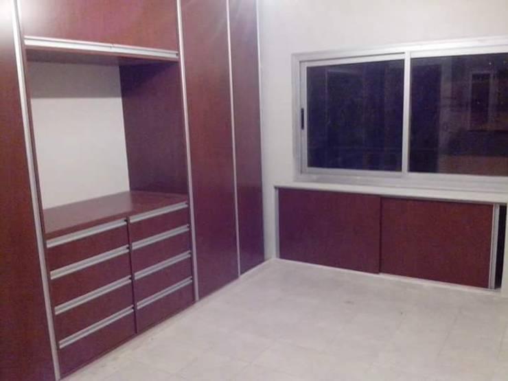 Placard dormitorio principal: Dormitorios de estilo  por Muebles AyM