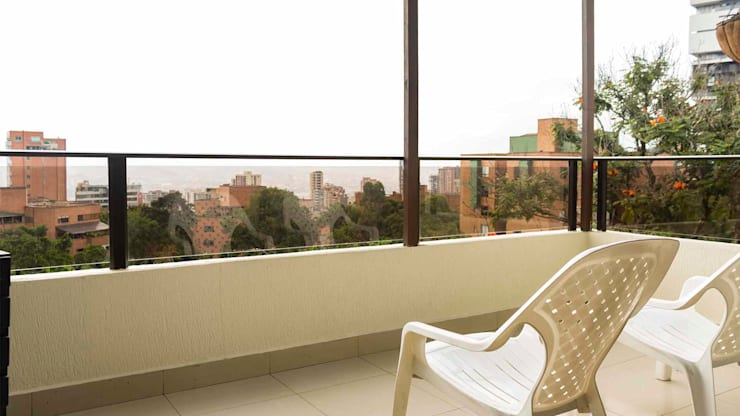 Balcón sin Home Staging:  de estilo  por homeblizz,