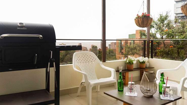 Balcón con Home Staging:  de estilo  por homeblizz,