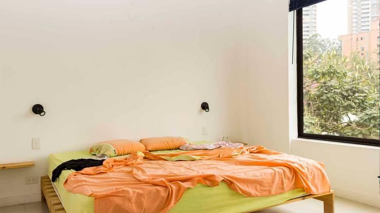 Cuarto principal sin Home Staging:  de estilo  por homeblizz,