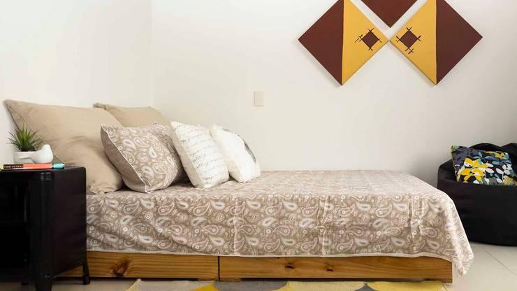 Cuarto secundario con Home Staging:  de estilo  por homeblizz,