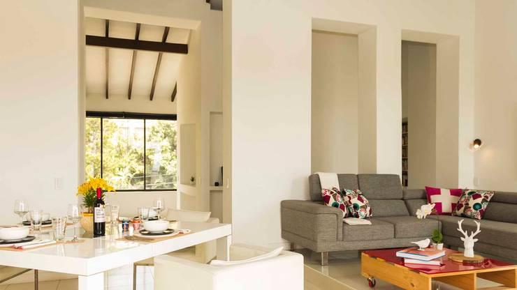 Sala - Comedor con Home Staging:  de estilo  por homeblizz,