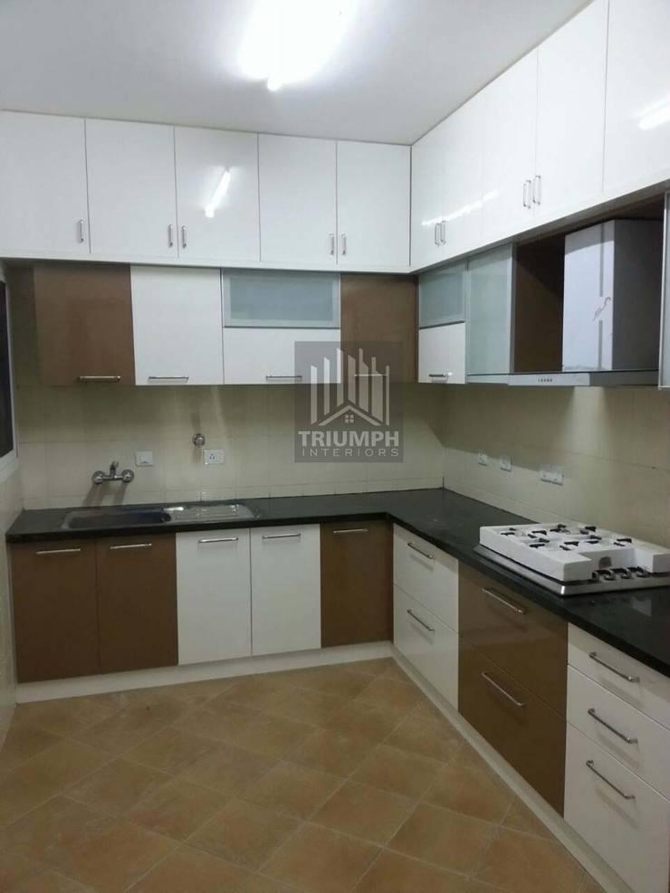 Kitchen cabinates:  Kitchen by TRIUMPH INTERIORS