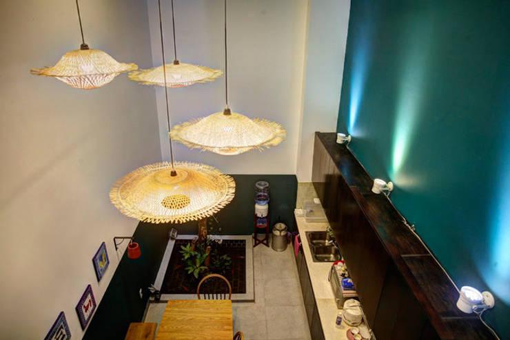 Bắt Mắt Với Thiết Kế Nhà Ống Nhỏ 48m2 Trẻ Trung Và Đương Đại:  Phòng ăn by Công ty TNHH Xây Dựng TM – DV Song Phát