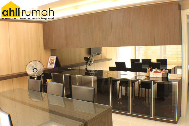 Rumah Tinggal Bpk Yanto:  Ruang Makan by ahlirumah.id