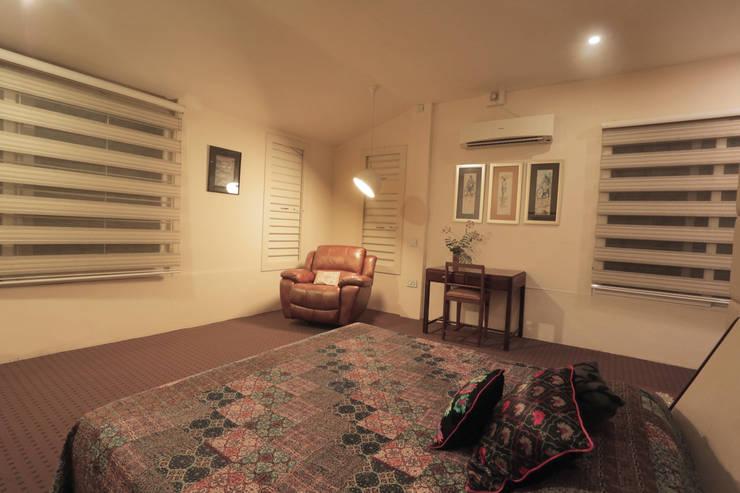 ALEX RESIDENCE COCHIN: modern Living room by ALEX JACOB ARCHITECT