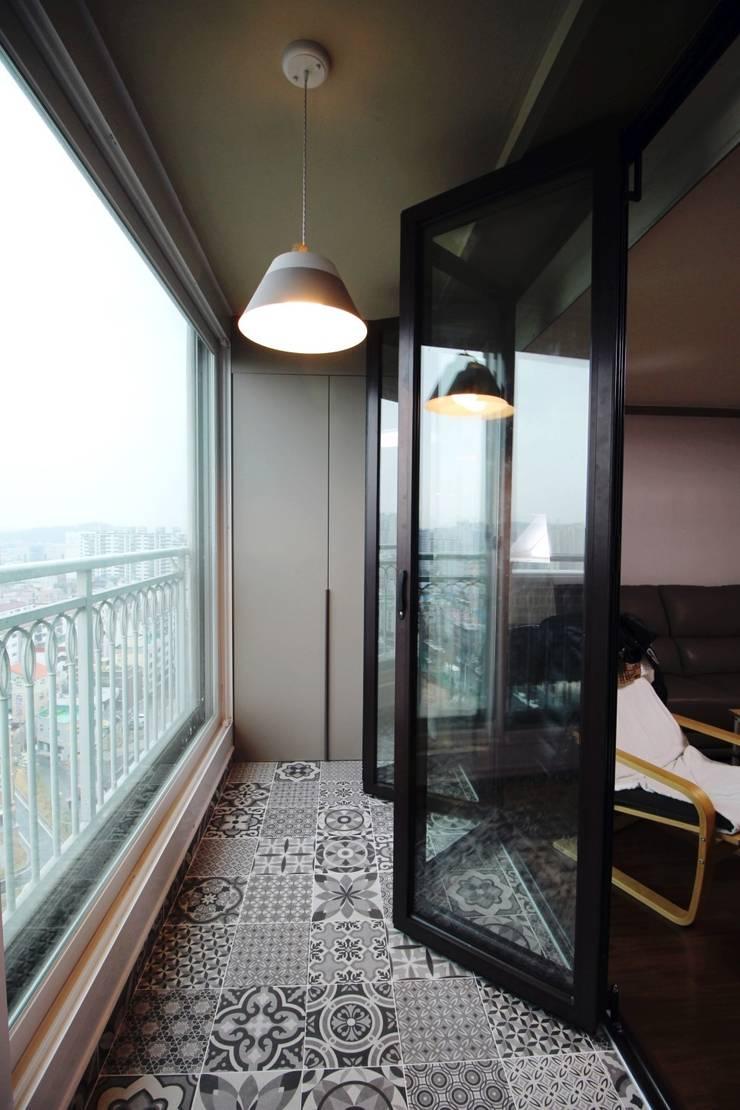 용문동 덕일 한마음 아파트: 에이프릴디아의  유리 문