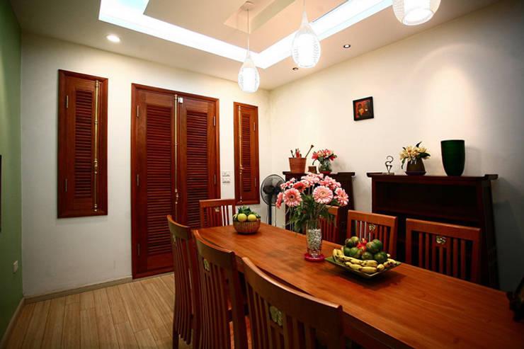Ngạc Nhiên Với Thiết Kế Nhà Phố 26m2 Nhỏ Mà Vẫn Xinh:  Phòng ăn by Công ty TNHH Xây Dựng TM – DV Song Phát