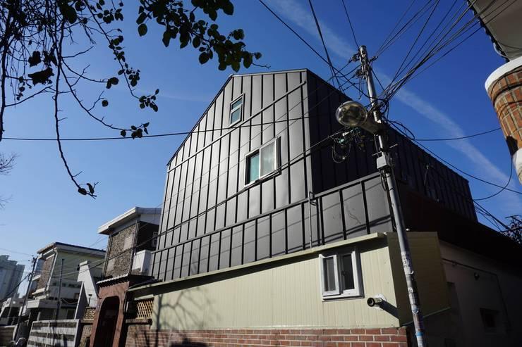리모델링 후: 건축그룹 [tam]의 현대 ,모던
