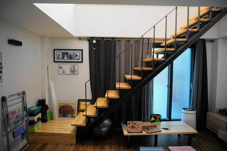 1-2층 계단: 건축그룹 [tam]의  계단,모던 금속