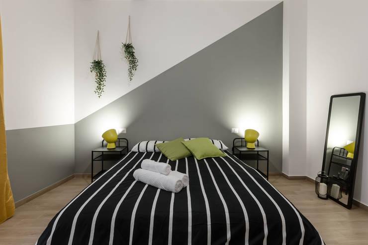 Casa MS: Camera da letto in stile in stile Moderno di Architrek