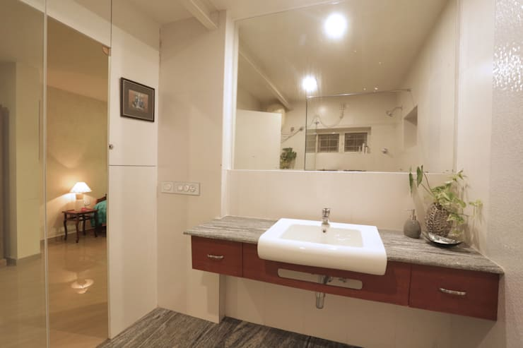 ALEX RESIDENCE COCHIN: modern Bathroom by ALEX JACOB ARCHITECT