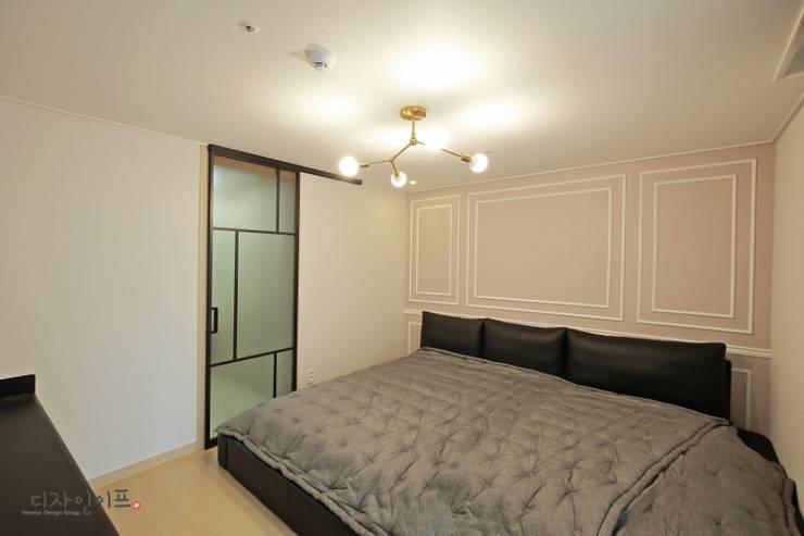 따뜻한 분위기의 안방인테리어: 디자인이프의  방