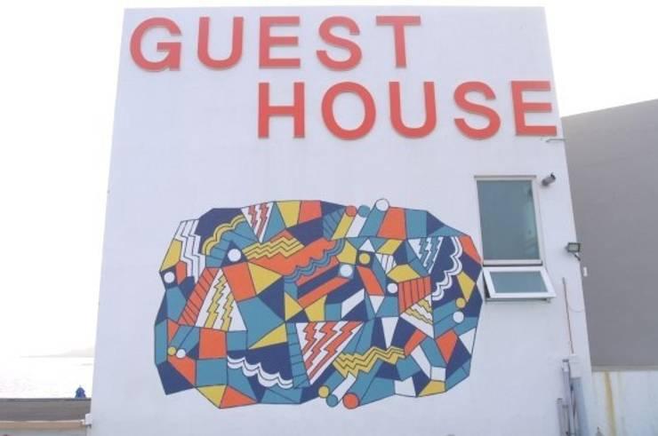 실외 벽화 프로젝트: 디자인브라더스의  호텔,모던
